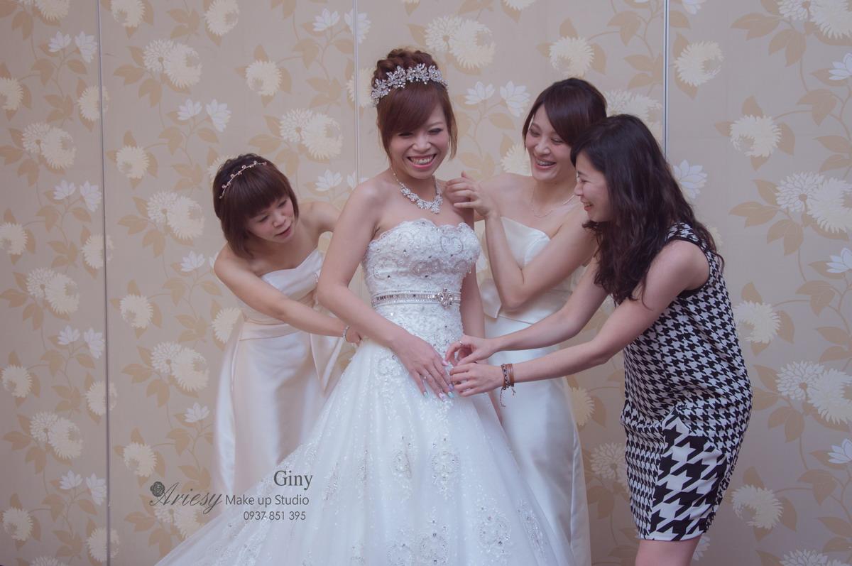 Giny,台北新娘秘書,新秘,蓬鬆盤髮,編髮,鮮花造型,南崁綠光花園,歐美手工飾品