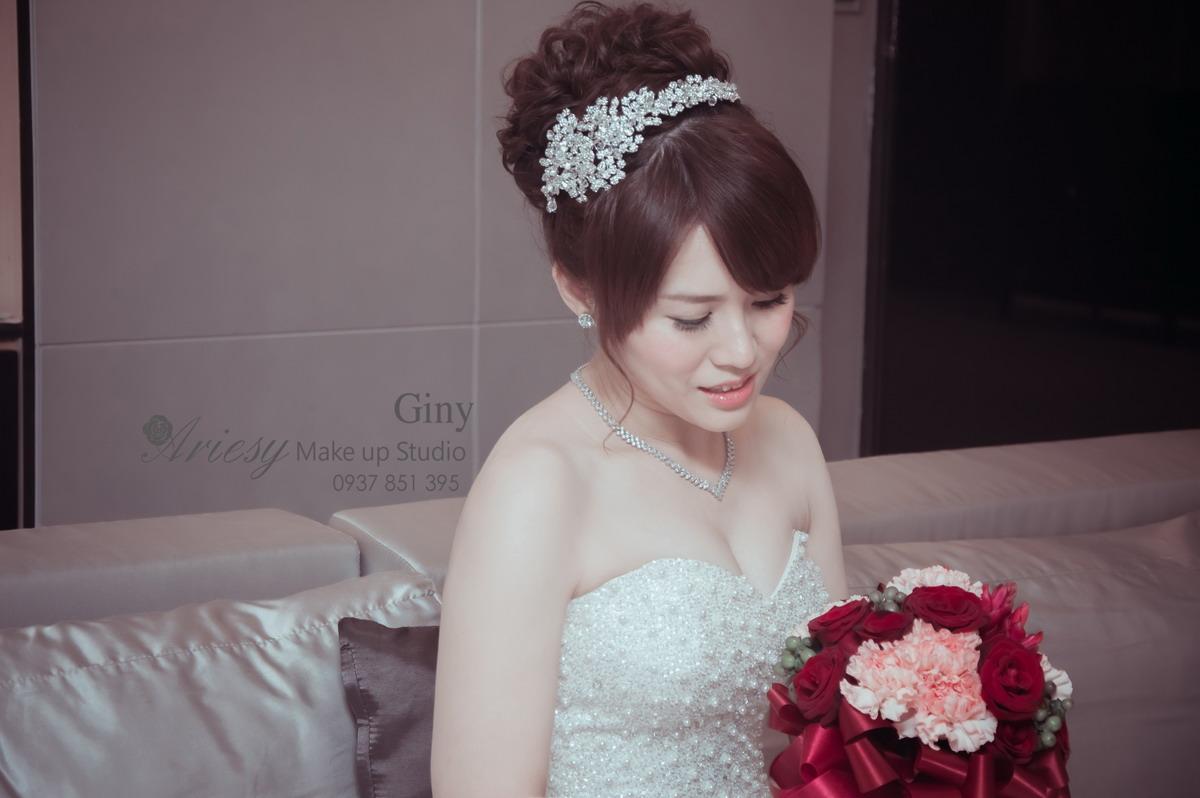 Giny,台北新娘秘書,新秘,蓬鬆盤髮,儷宴會館,歐美手工飾品,旗袍造型