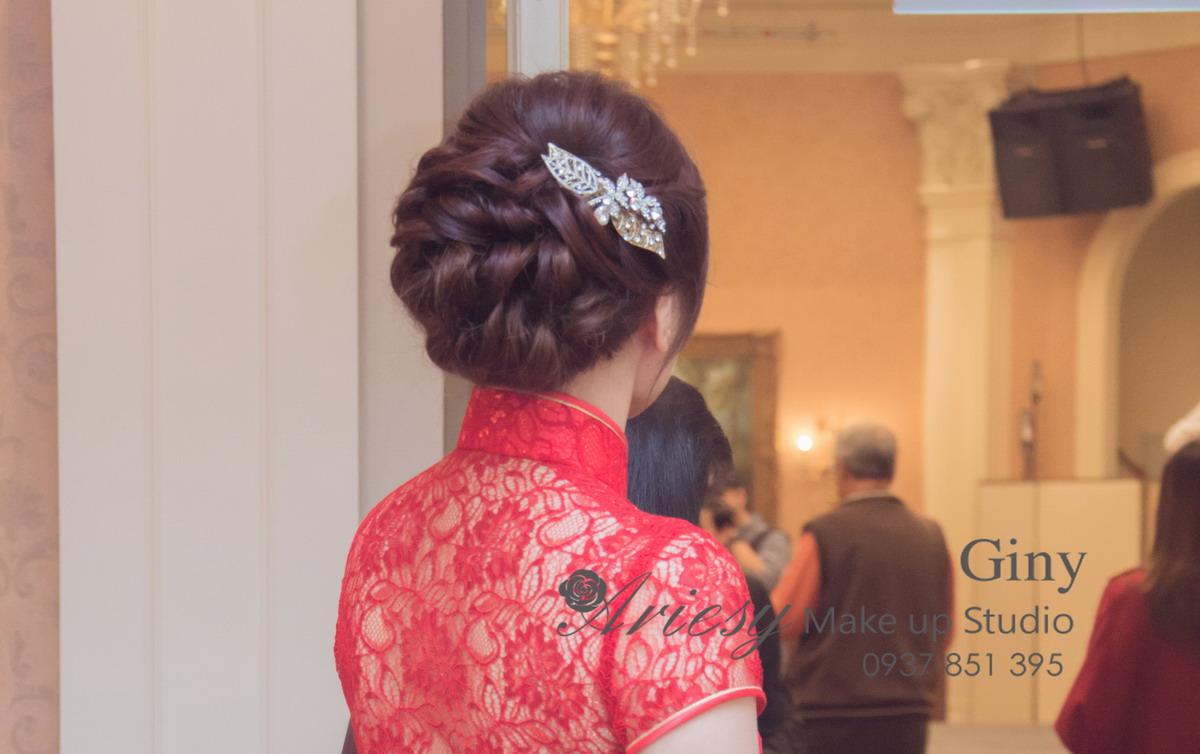 Giny,台北新娘秘書,新秘,清透妝感,蓬鬆盤髮,花蓮遠雄,歐美手工飾品,旗袍造型,鮮花造型
