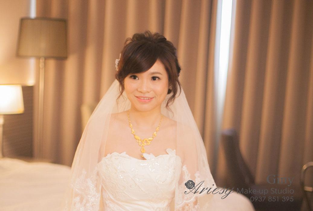 Giny,新娘秘書,Ariesy造型團隊,台北,清透自然妝感,迎娶造型,線條盤髮,鮮花造型,手工飾品,新秘修剪劉海