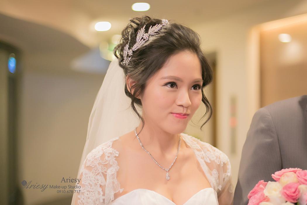 黑髮新娘,新娘造型,新娘髮型,新秘作品, BRIDE, STRAND,braid,台北,婚宴場地,晶華酒店,鮮花造型,皇冠,歐美新娘飾品,Ariesy,韓國飾品,愛瑞思,新娘秘書髮型