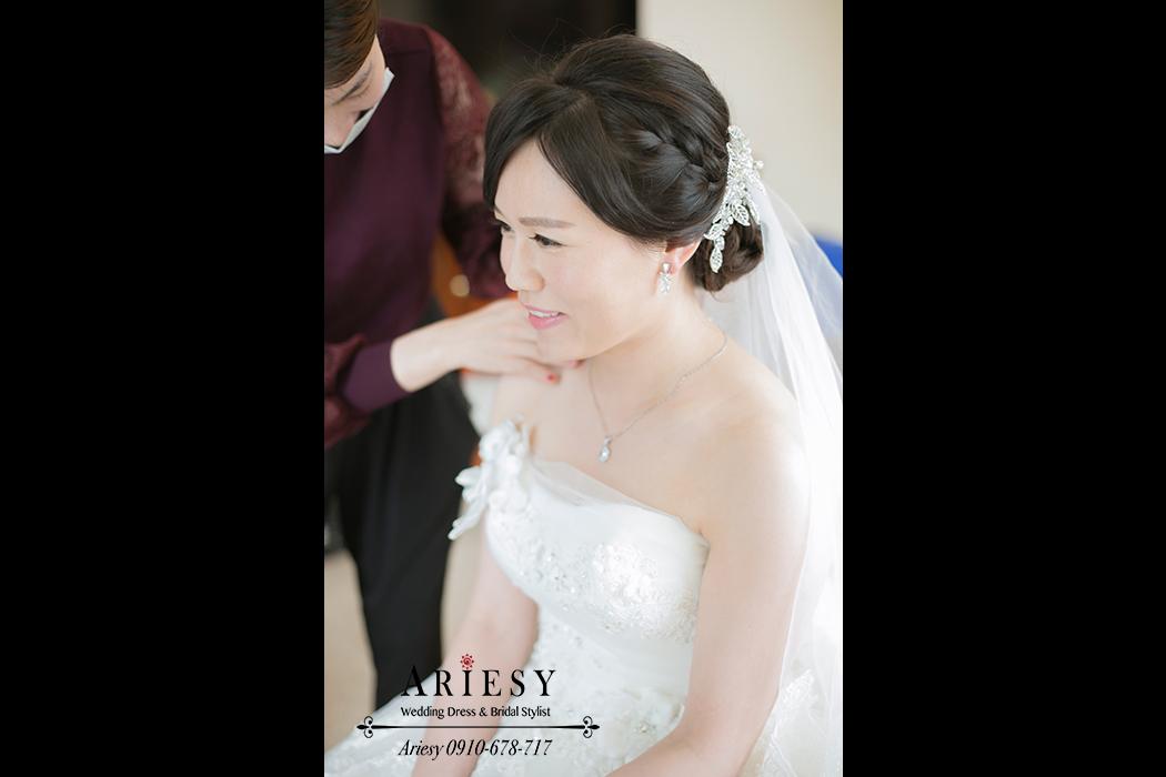 新娘造型,新娘髮型,新秘作品, BRIDE, STRAND,braid,台北,婚宴場地,長榮桂冠酒店,鮮花造型,皇冠,歐美新娘飾品,Ariesy,韓國飾品,愛瑞思,新娘秘書髮型,自然妝感