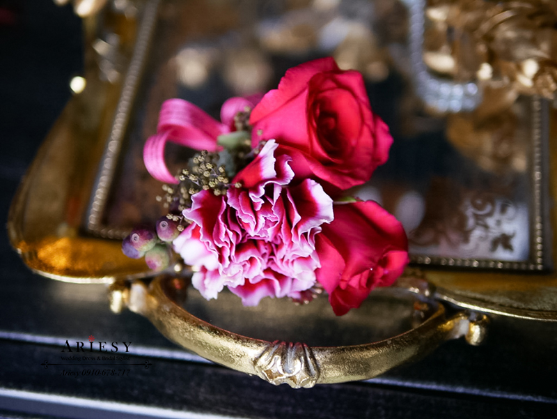 美式婚禮胸花,紅色胸花,主婚人胸花,康乃馨胸花