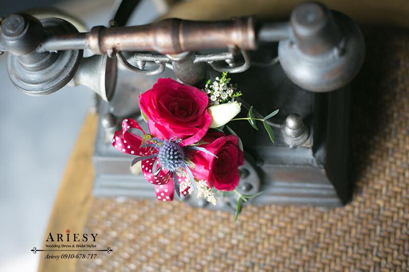 美式婚禮爸媽胸花,主婚人胸花,紅色胸花,新娘秘書,台北新秘