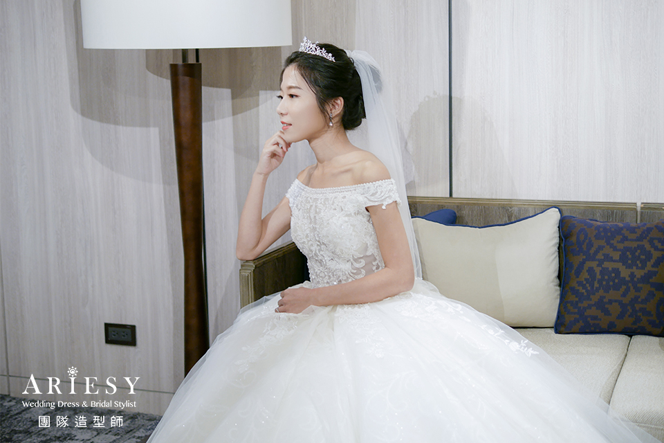 新娘黑髮,單眼皮新娘,新娘秘書,黑髮編髮,新娘進場造型